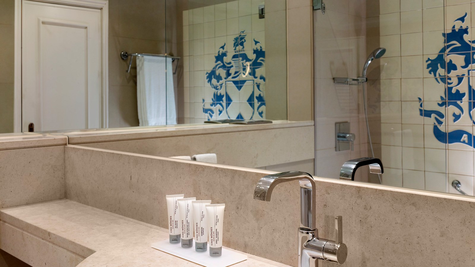 Guest Bathroom at Penina Hotel and Golf Resort